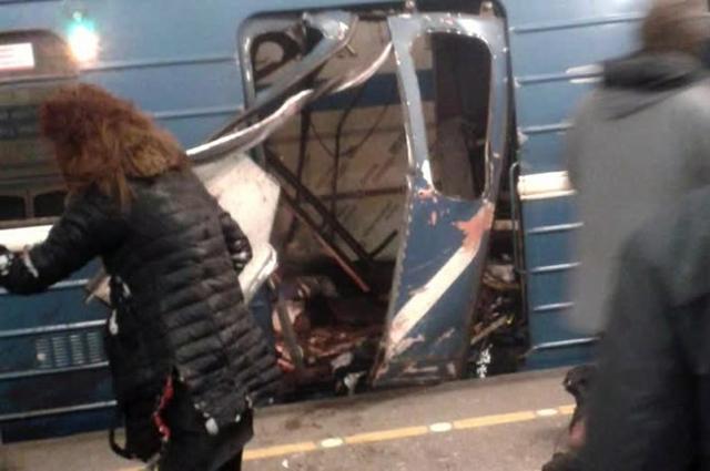 Первые минуты после взрыва в метро Петербурга