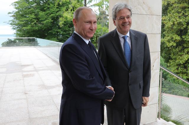 Владимир Путин и председатель Совета министров Италии Паоло Джентилони во время встречи.