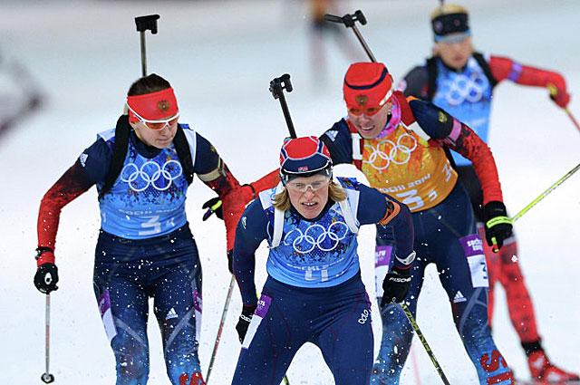 Ольга Вилухина, Тура Бергер и Екатерина Шумилова в эстафетной гонке на XXII зимних Олимпийских играх в Сочи