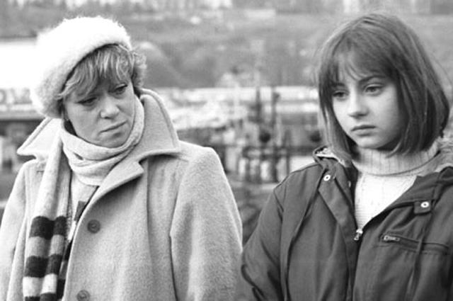 Евгения Добровольская в фильме «Клетка для канареек» (1983)