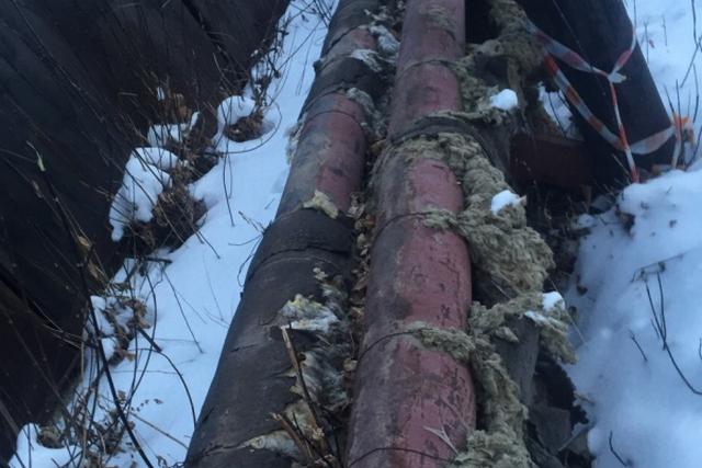 По таким трубам до жильцов дойдет лишь 60% тепла, поставляемого от котельной. Фото: ОНФ по Челябинской области