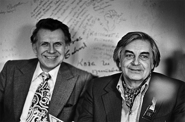Руководители Московского театра драмы и комедии на Таганке директор театра Николай Дупак и художественный руководитель театра Юрий Любимов. 1979 год.