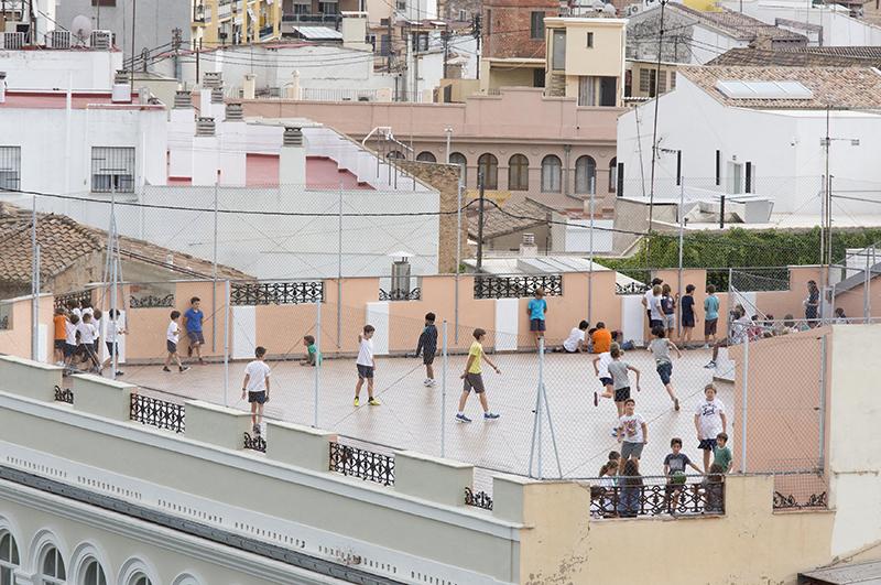 Спортивная площадка на крыше дома в испанской Валенсии