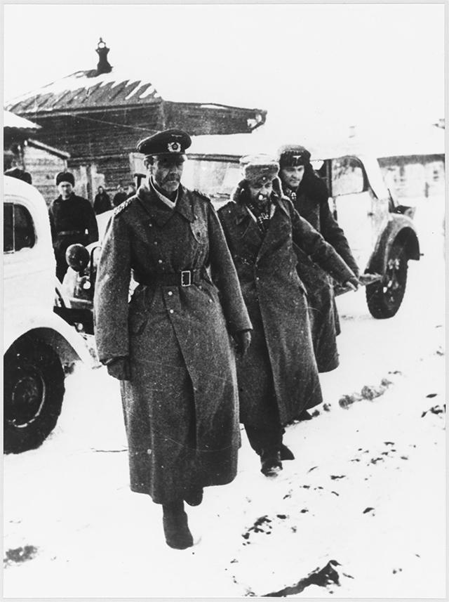 Генерал Фридрих Паулюс, чья армия попала в окружение под Сталинградом