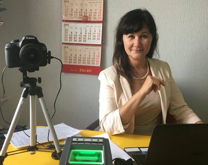 Лариса Кузьмина привезла сотрудника визового центра в Пензу. Вместе с аппаратурой.