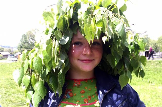 Ветви березы с молодыми листочками - главный символ Троицы.