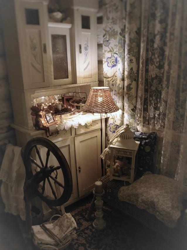 Атмосферу в доме создают старинные вещи.