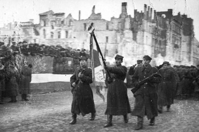 Парад 1-й армии Войска Польского на улице Маршалковской. 19 января 1945 года.