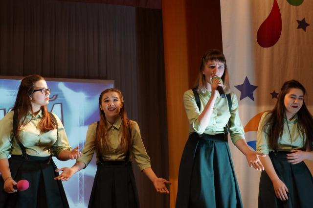 «Сибирский кабачок» старается брать вокалом.