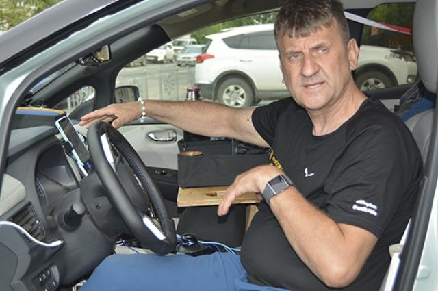 Свою машину Марек Каминский оборудовал и кроватью и холодильником, чтобы путешествовать с комфортом.