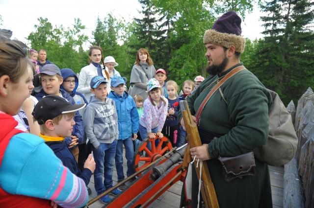 Экскурсия по Барабинскому острогу интересна не только детям, но и взрослым.