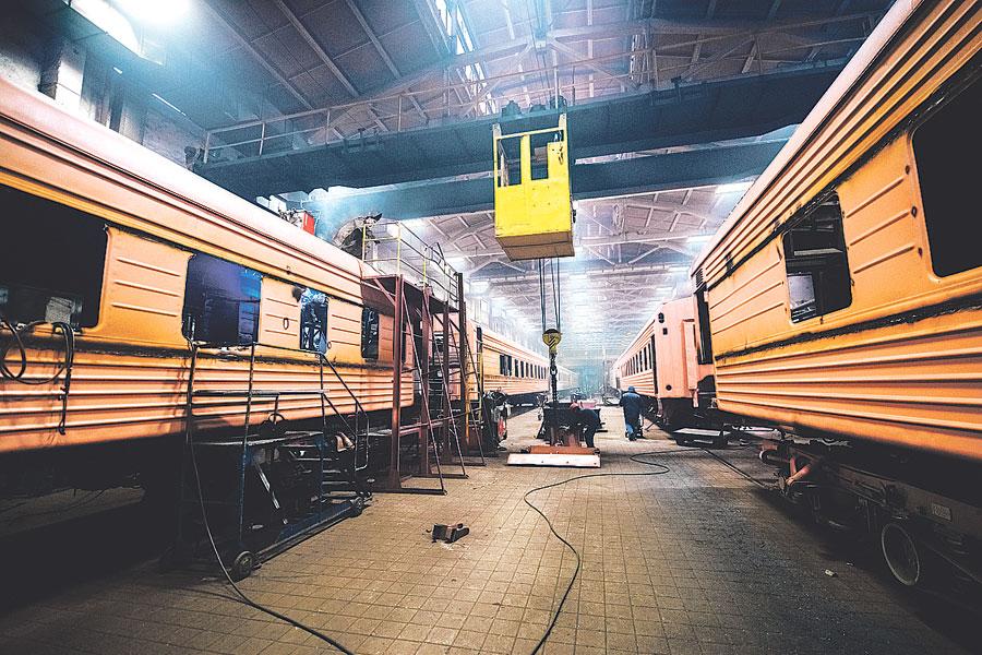ТВРЗ – это многопрофильное предприятие, которое проводит ремонт пассажирских и грузовых вагонов.
