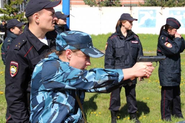 Физическая и боевая подготовка в академии усиленная.
