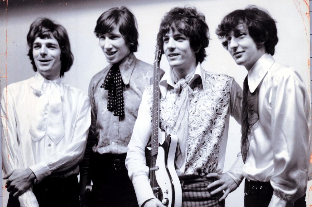 Группа Pink Floyd в 1967 году. Слева направо: Рик Райт, Роджер Уотерс, Сид Барретт, Ник Мейсон