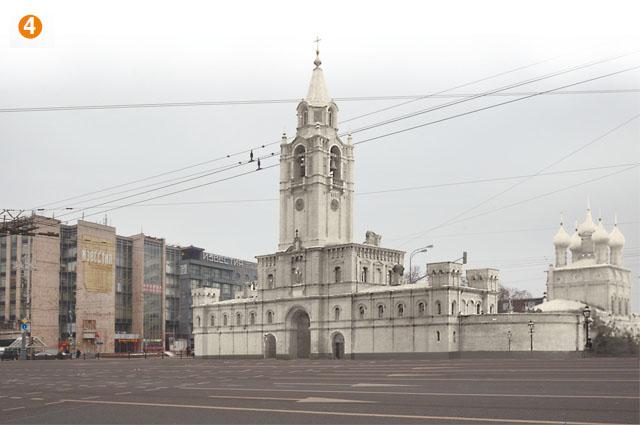 Страстной монастырь до 1937 г. стоял на месте, с которого сейчас взирает на Белокаменную Александр Сергеевич Пушкин и где в XVII в. москвичи встречали Страстную икону Божией Матери, привезённую из Нижегородской области. Обитель основали в 1654 г. И хотя в 1812 г. кельи занимали солдаты Наполеона, а в 1919 г. — Военный комиссариат, монахини продолжали жить в монастыре до 1928 г. После этого здание превратили в музей Союза безбожников СССР.