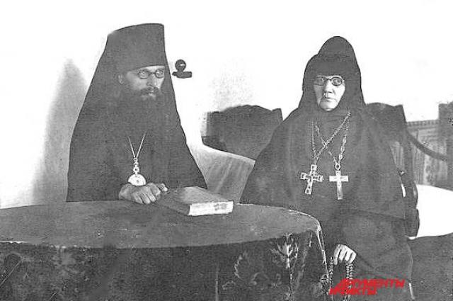 Игуменья Рахиль с ректором Казанской Духовной академии Анатолием (Грисюком).