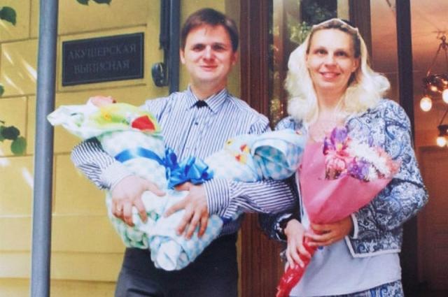 Татьяна Суздалева родила двойню, но не стала отдавать малышей Фроловым.