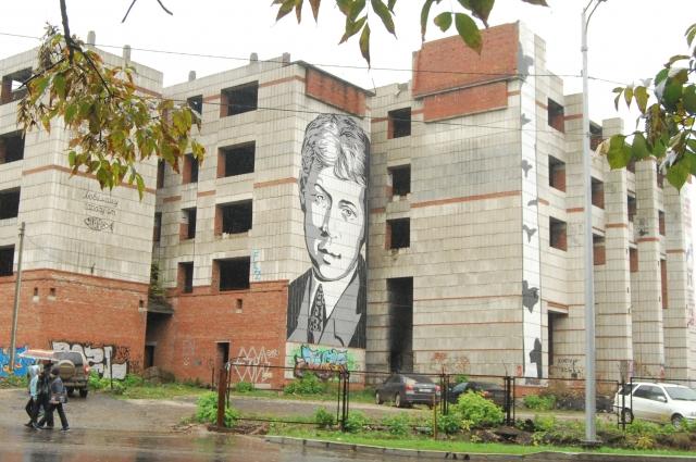 Благодаря рисунку поэта долгострой в центре Перми стал одним из самых известных арт-объектов города.