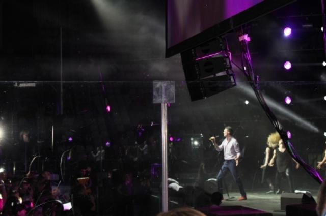 На сцене артист выложился на все 100.