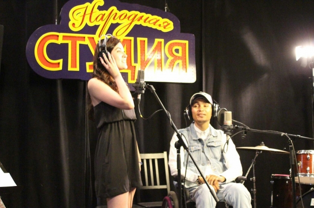 Рустам пишет и поёт песни о жизни и её смысле.