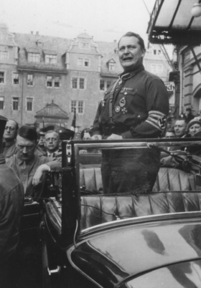 Герман Геринг на митинге в 1927 г.