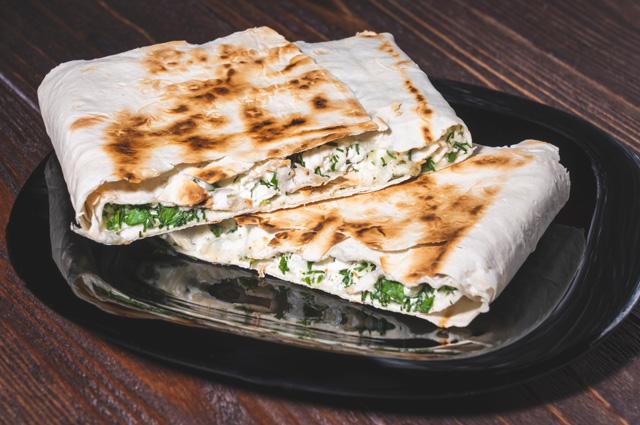 Хрустящий лаваш с сыром и зеленью