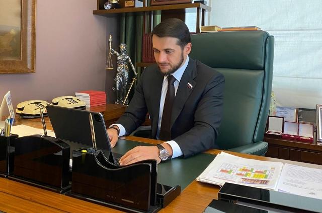 Александр Прокопьев провел встречу с инициативной группой  в онлайн-режиме и поддержал жителей села