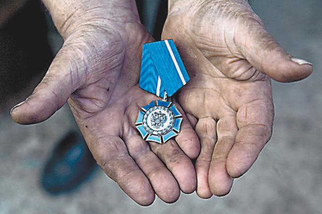 Орден Почёта - в трудовые руки