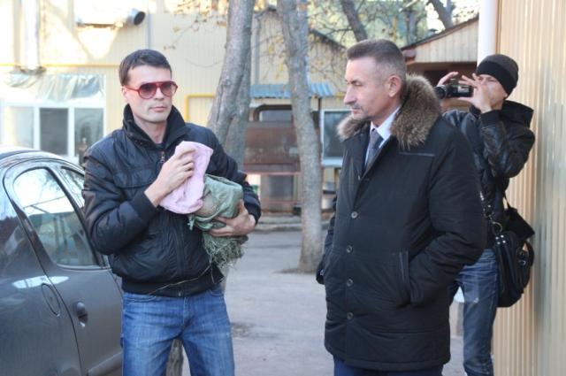 Второго розового фламинго доставили в нижегородский зоопарк