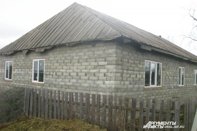 Ивану не безразлична жизнь родного села, поэтому он и взялся за строительство дома.