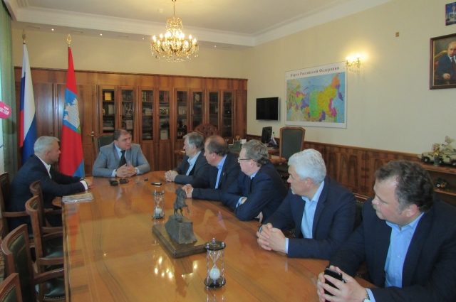 Перед встречей с читателями изборцы пообщались с губернатором Орловской области Вадимом Потомским.