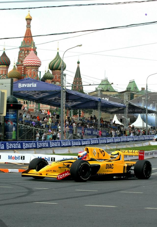 В нынешнем году в знаменитых гонках на выносливость «24 часа Ле-Мана» Петров вместе с напарниками занял почетнейшее 3 место!
