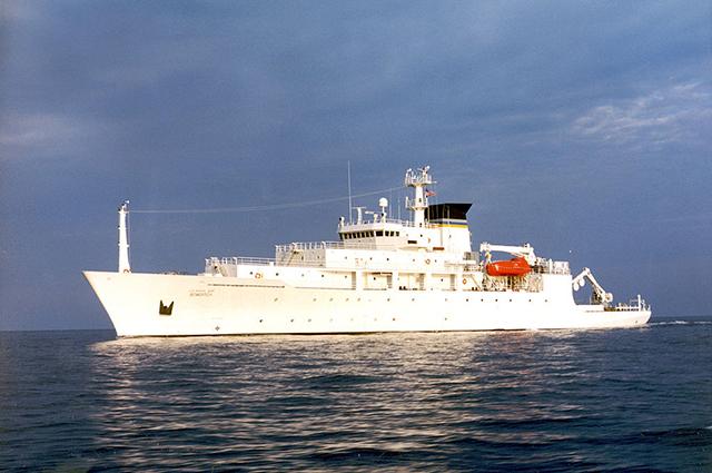 Океанографическое судно Bowditch.