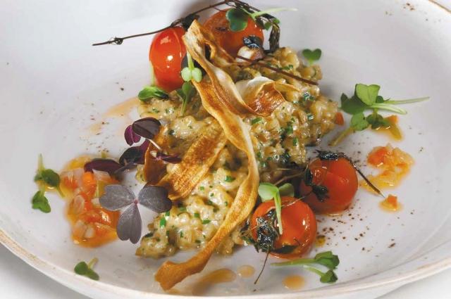 Ризотто из белых грибов должно получиться мягким и приятным на вкус.