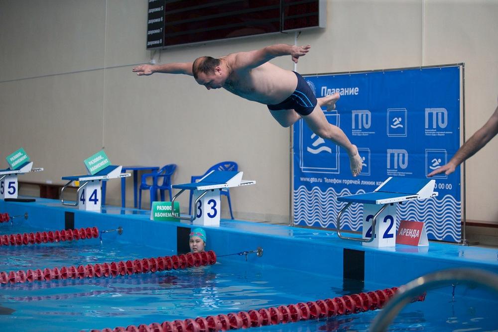 В заплыв на 50 метров участники выходили с лёту.