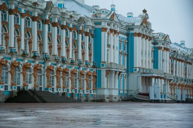 В городе на Неве много достопримечательностей, на которые стоит обратить внимание.