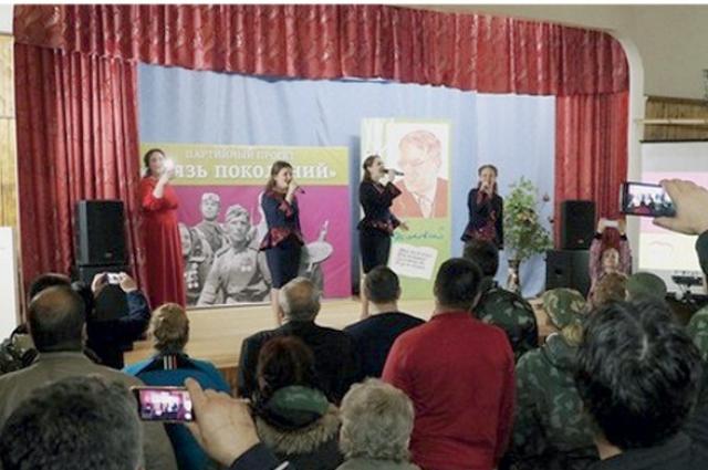 На творческом вечере прозвучали стихи известного земляка в исполнении группы «Кудесы».