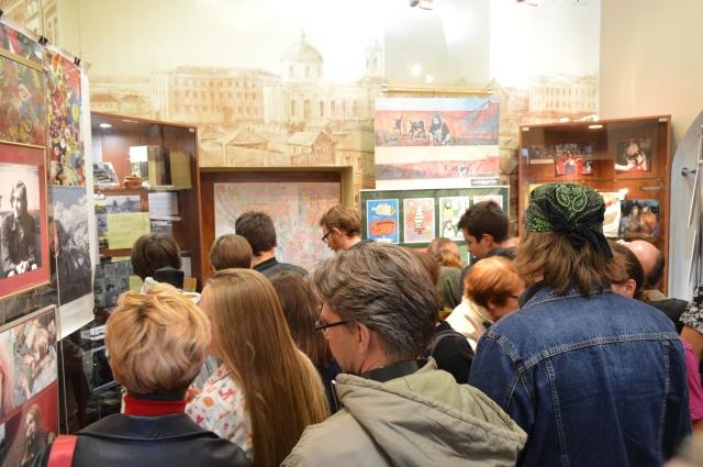 На открытии выставки была очередь.