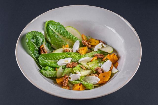 Салат сзеленью, тыквой ирикоттой