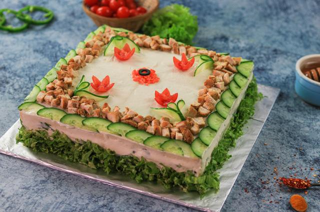 Торт с бужениной и хреном