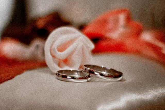 Рекорд - 45 свадеб в день.