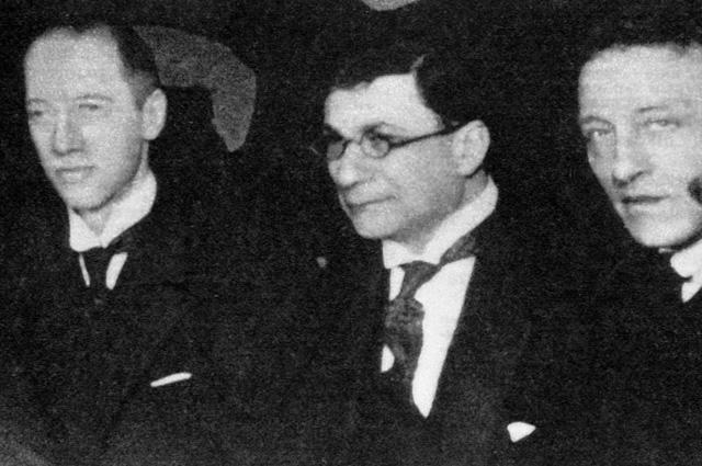 Поэты Николай Гумилев, Зиновий Гржебин и Александр Блок