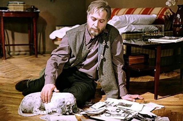 Роль Ивана Ивановича исполнил Вячеслав Тихонов, а Бима сыграли два английских сеттера Стёпка (Стив) и Денди.