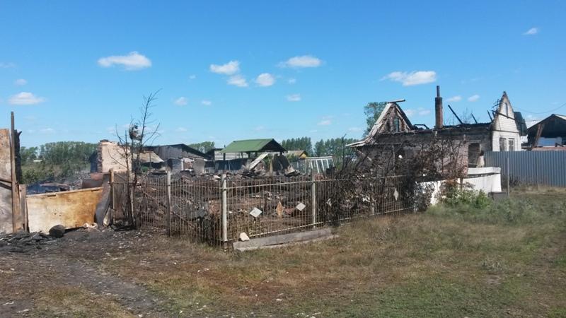 Огонь почти полностью уничтожил строение.