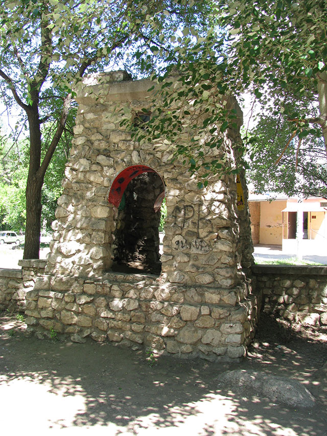 В рамках благоустройства модель крепости «Шипка» покрасили масляной краской.