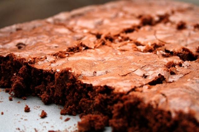 Этот шоколадный кекс украсит любой стол.
