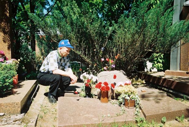 Борис Краснопёров на Новодевичьем кладбище на могиле Герасимова