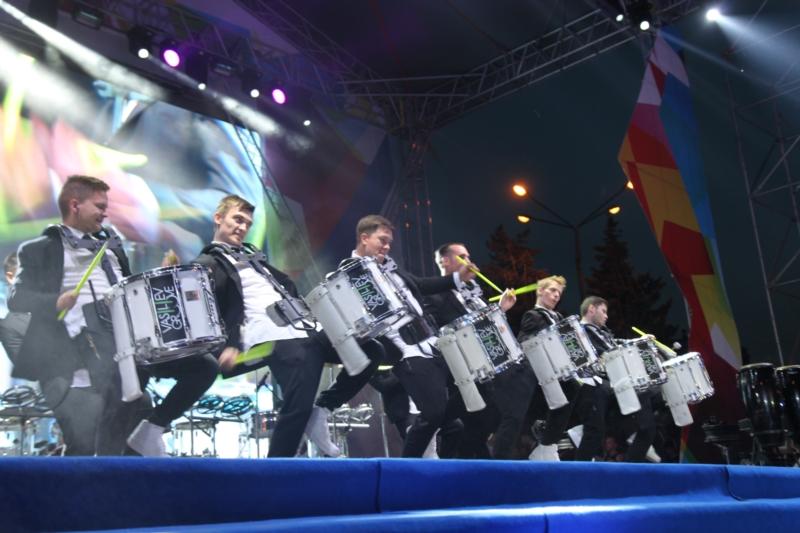 барабанщики шоу