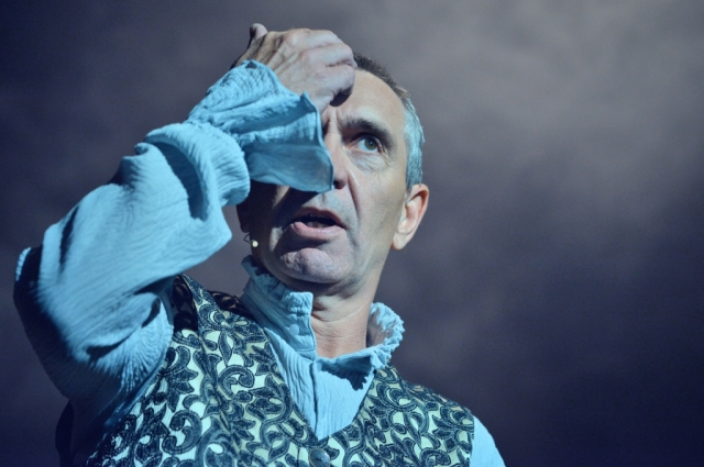 Михаил Окунев играет в спектакле Сольери.