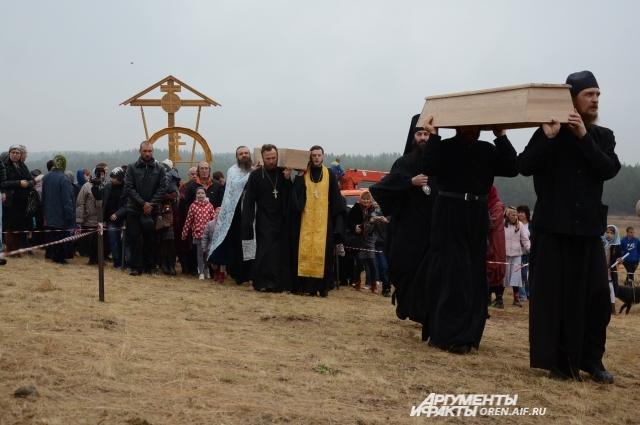 Перенесение останков монахов на праздник Покрова Пресвятой Богородицы. 2014 год.